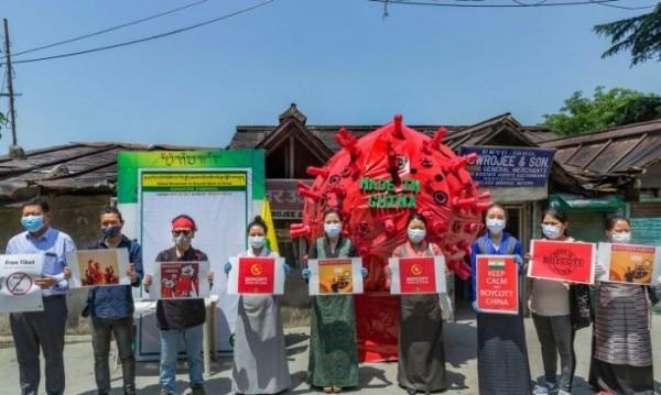 धर्मशाला में चीन का विरोध करते लोग. तस्वीर साभार- PTI