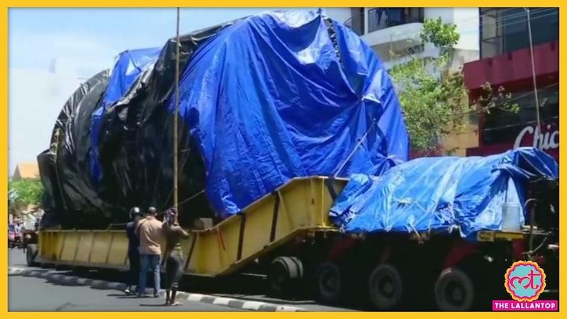 इस भारी-भरकम मशीन को महाराष्ट्र से केरल लाने में ट्रक को एक साल लग गया!
