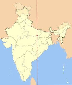 82.5 डिग्री से गुजरने वाली देशांतर रेखा, जो भारत का स्टैंडर्ड टाइम निर्धारित करती है. बीच में लाल बिंदु मिर्ज़ापुर है. फोटो: New World Encylopedia