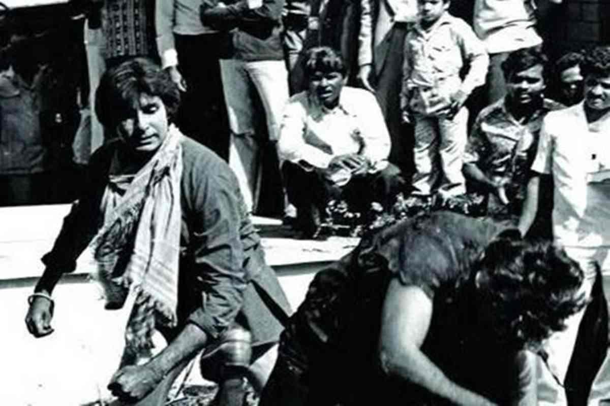 फिल्म के उस एक्शन सीन को शूट करने से पहले अमिताभ और पुनीत ने उसकी रिहर्शल भी की थी. मगर होनी को कौन टाल पाया है.