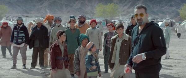 नासीर, एक एक्स आर्मी ऑफिसर जो बच्चों को क्रिकेट सिखाता है.