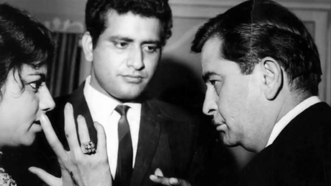 एक इवेंट के दौरान राज कपूर और मनोज कुमार.