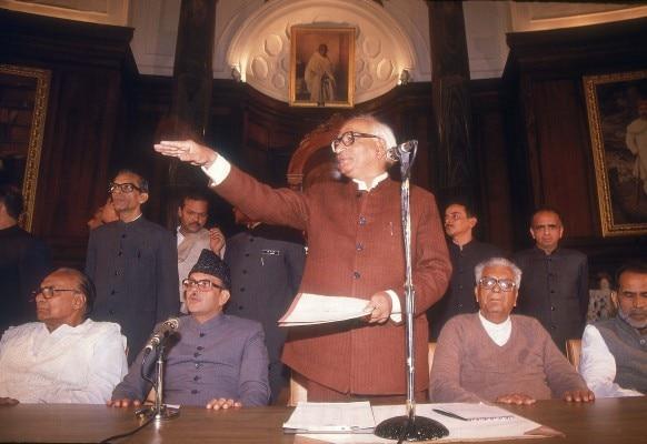 चंद्रशेखर, देवीलाल, वीपी सिंह और बीजू पटनायक के साथ मधु दंडवते.