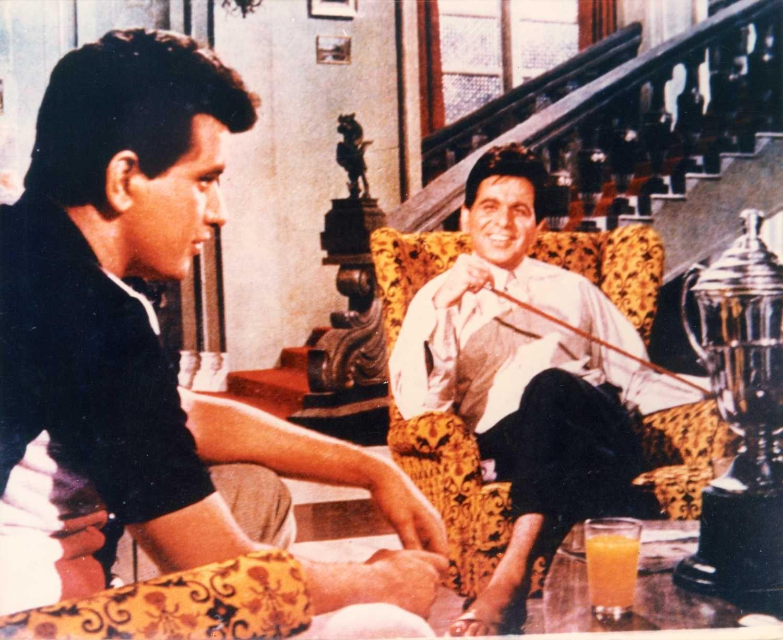 एक मौके पर दिलीप कुमार के साथ मनोज कुमार. दिलीप कुमार को पांच साल लंबे ब्रेक से वापस लाने का काम मनोज कुमार ने किया था.