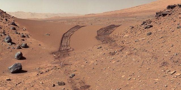 मंगल की ये तस्वीर नासा के क्यूरियोसिटी रोवर ने ली थी.