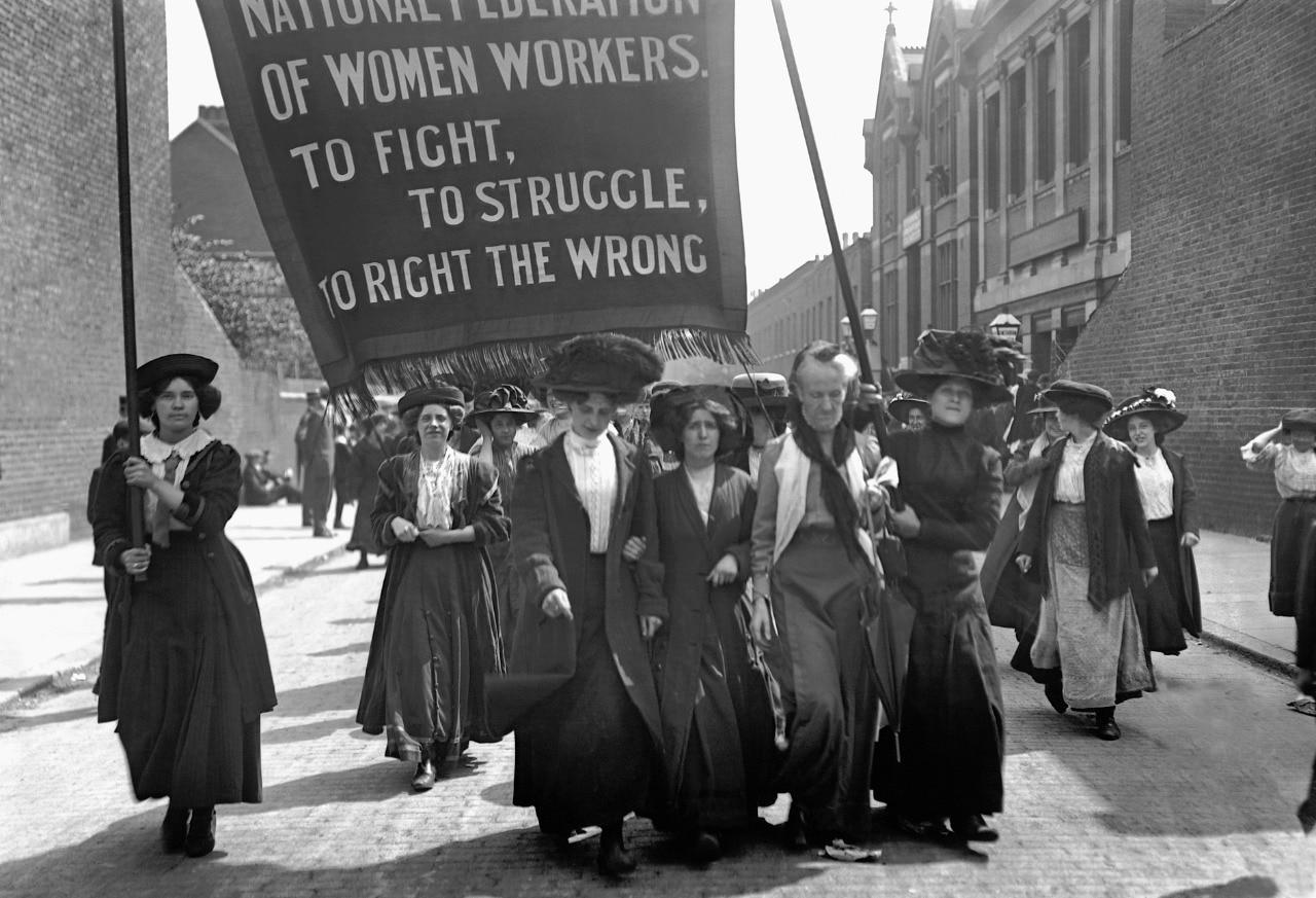 International Women's Day कोई धार्मिक त्योहार मनाने का दिन नहीं है. इसके पीछे लाखों महिलाओं का सचमुच का वो संघर्ष है, जिसके ऊपर उनकी जिंदगी और मौत टिकी थी.