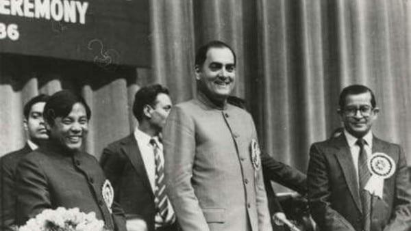 राजीव गांधी के साथ पी ए संगमा (बाएं).