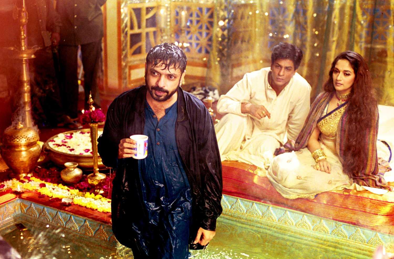 'देवदास' की शूटिंग के दौरान शाहरुख खान और माधुरी दीक्षित के साथ संजय लीला भंसाली.