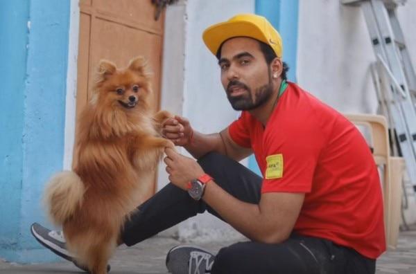 अपने कुत्ते डॉलर के साथ यू-ट्यूबर गौरव जॉन. (फोटो-इंस्टाग्राम)