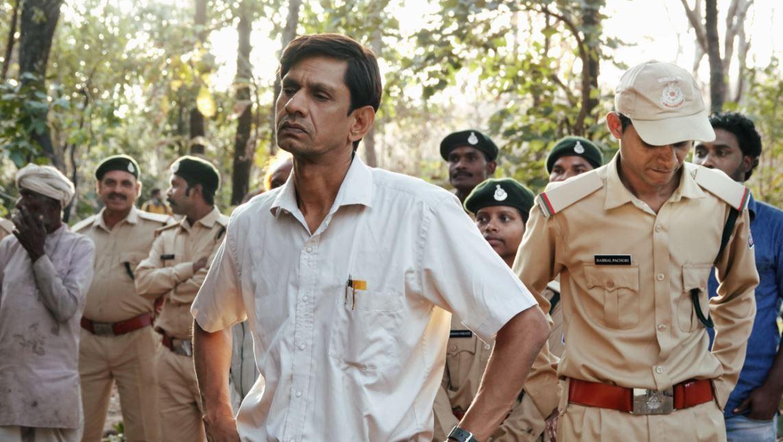 विजय ने एक जूलॉजी कॉलेज प्रोफेसर हसन नूरानी का रोल किया है, जो इस शेरनी को पकड़ने में विद्या की मदद करता है.