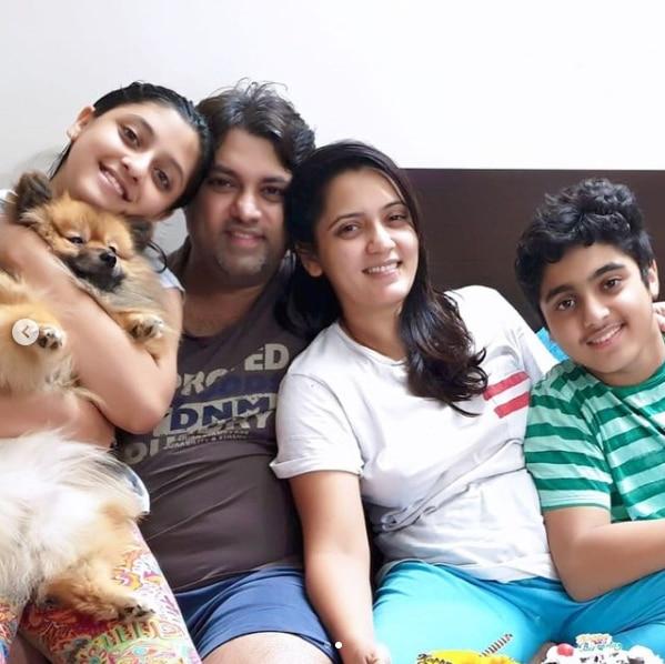अपने पति और बच्चों के साथ जीविधा शर्मा.