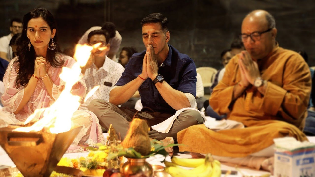 'पृथ्वीराज' फिल्म के मुहूर्त पर अक्षय कुमार, मानुशी छिल्लर और फिल्म के डायरेक्टर चंद्रप्रकाश द्विवेदी.