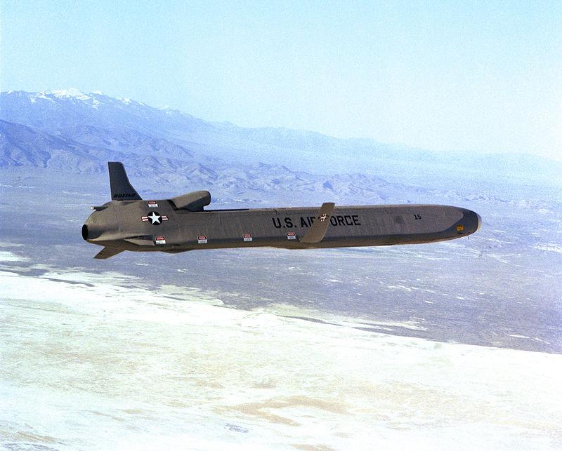 Agm 86 क्रूज़ मिसाइल. हवा से सतह पर मार करने वाली इस क्रूज़ मिसाइल को अमेरिका की वायुसेना इस्तेमाल करती है (फोटो: विकीमीडिया कॉमन्स)