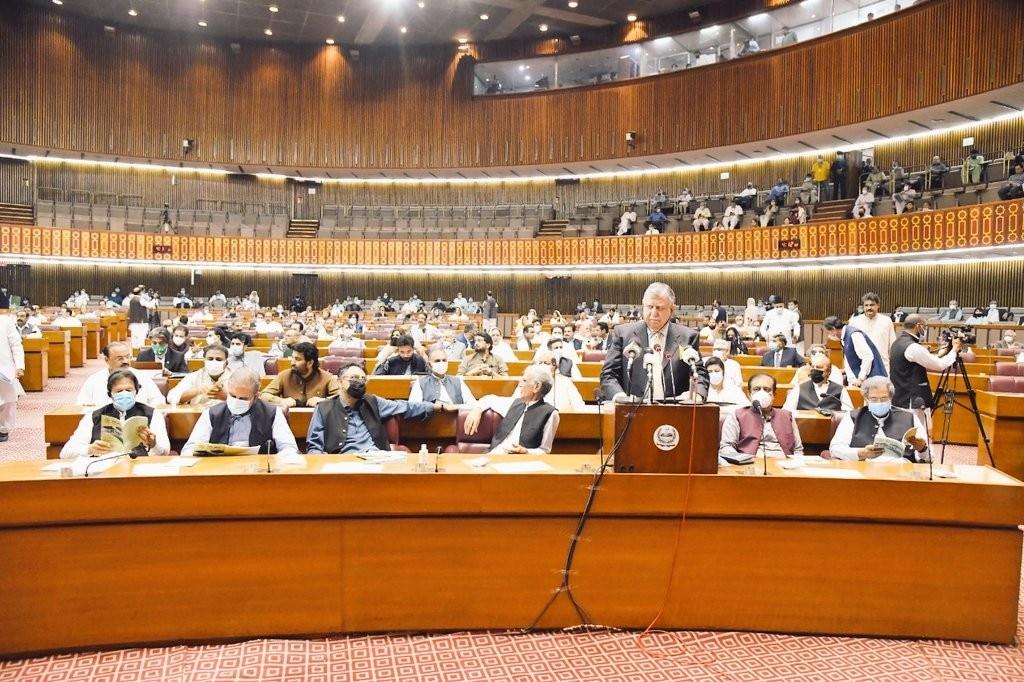 11 जून को पाकिस्तान की संसद में आम बजट पेश हुआ था.