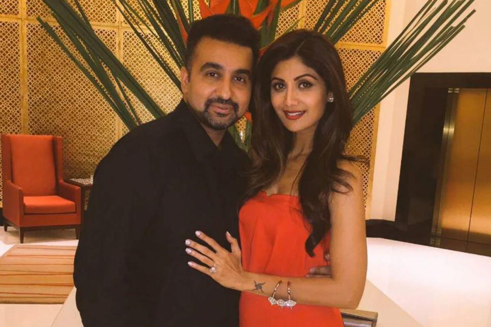 पति राज कुंद्रा के साथ शिल्पा शेट्टी.