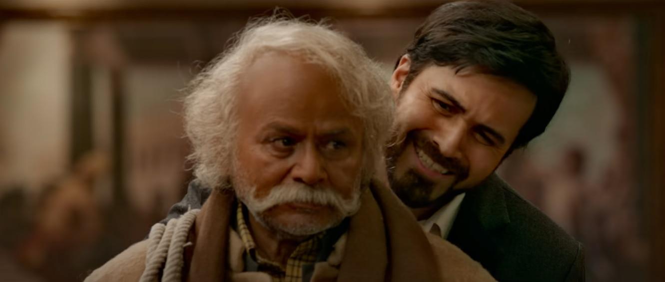 फिल्म के एक सीन में जल्लाद बने रघुबीर यादव के साथ इमरान हाशमी.