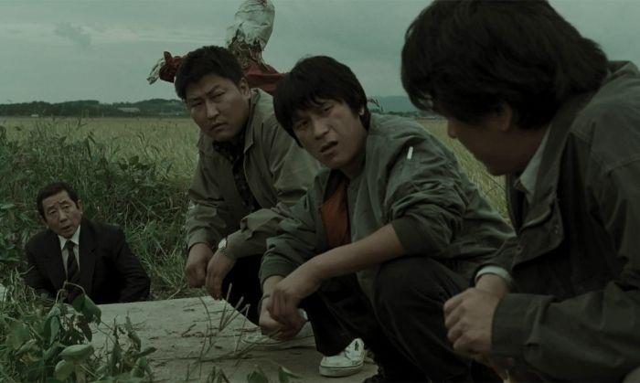 कोरियन मूवी, 'मेमोरीज़ ऑफ़ मर्डर' का एक सीन.