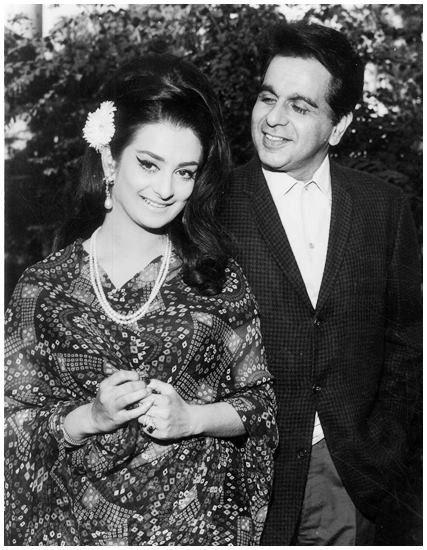 एक फोटोशूट के दौरान सायरा बानू और दिलीप कुमार.