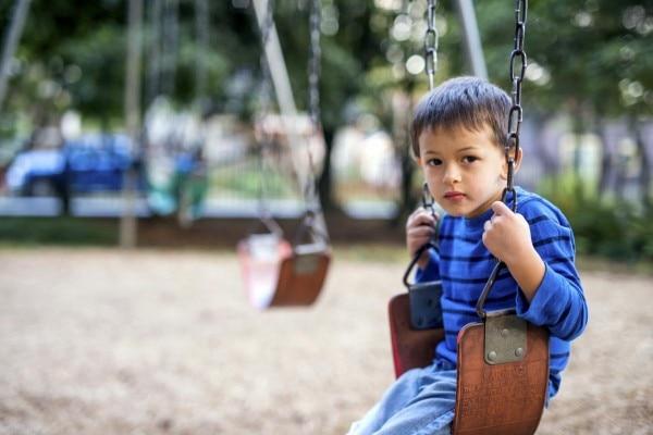 ADHD में बच्चे को ध्यान केंद्रित करने में परेशानी होती है