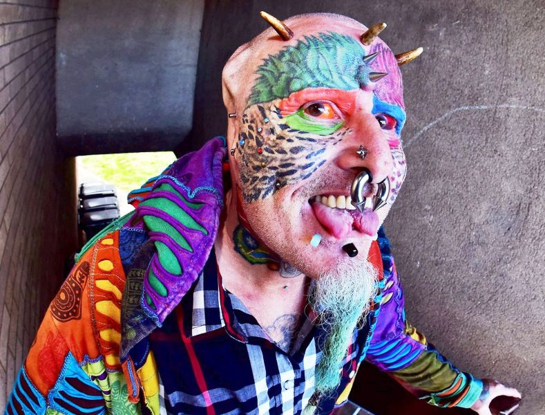 Ted parrot man: gets ears cut off to look like his pet