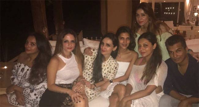Gauri with her girl gang