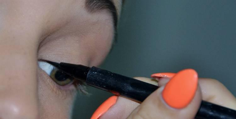 5 Easy Eyeliner Application Techniques (Video Tutorial)