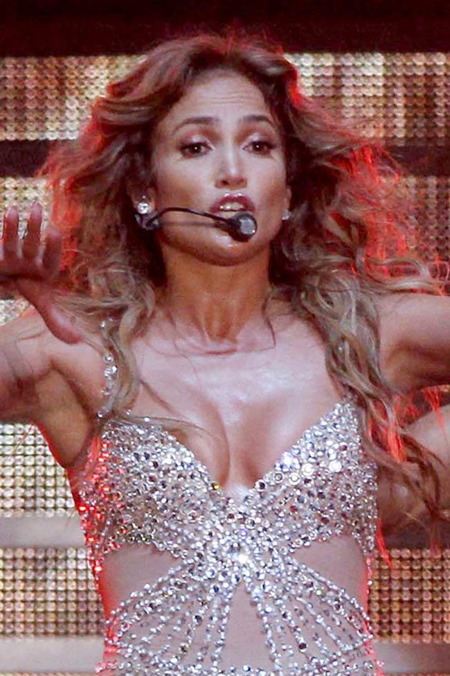 COOL FUNNY PICTURES: Jennifer Lopez Wardrobe Malfunction