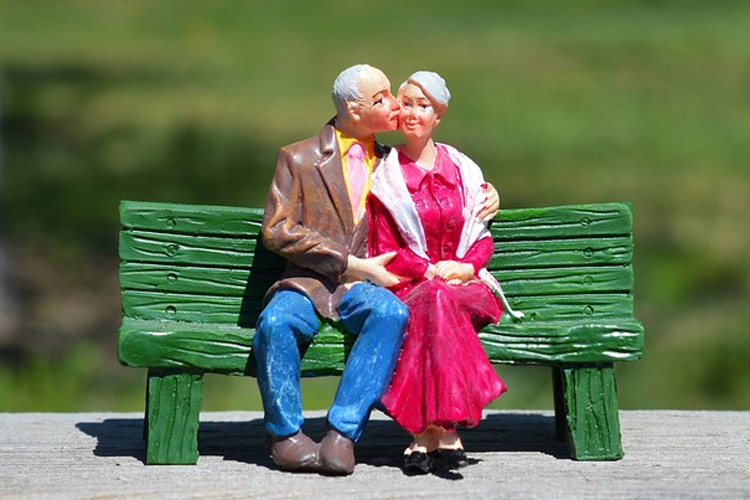 old-couple-2313286_960_720_750_040819053735.jpg