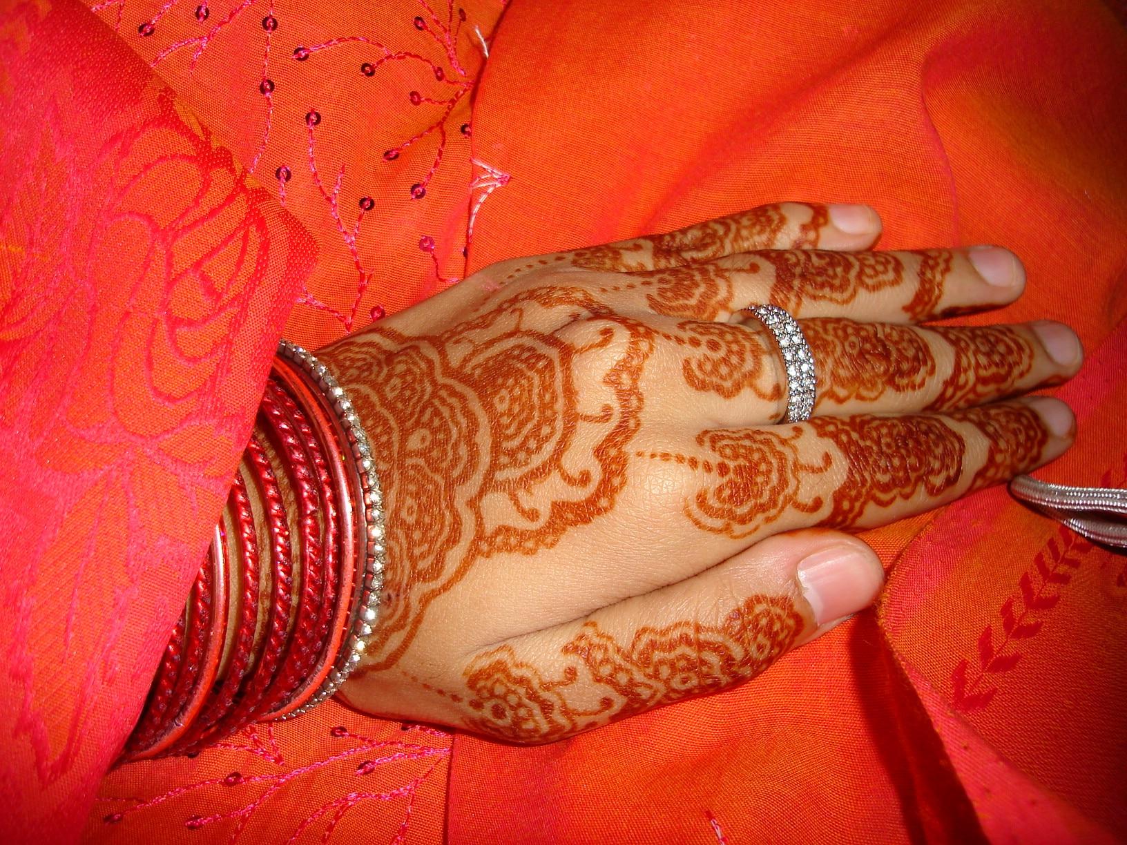 henna_decoration_on_palm_prior_to_islamic_wedding_061919020248.jpg