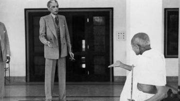 #CapturedInHistory: A Candid Photograph Of Gandhi And Jinnah By Kulwant Roy