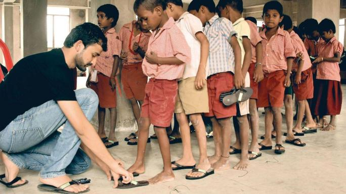 #GoodNews| Recycled Footwear for the Needy, A Man's Effort to Haul Tonnes of Plastic and an Honest Cabbie
