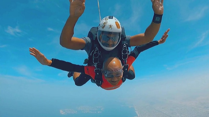 #MustWatchMonday| Defying Age And Height, 84-Year-Old Skydives In Dubai