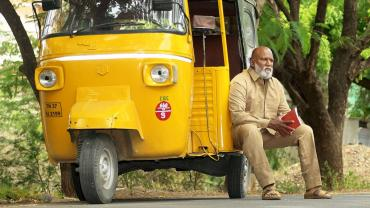 Coimbatore-based auto  driver  M. Chandrakumar  has  authored several books. (Photograph by Jeeva Chandrakumar)