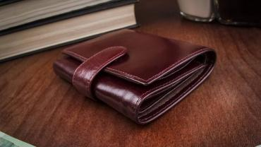 The Right Wallet Declutters Your Life And Helps You Leave A Positive First Impression