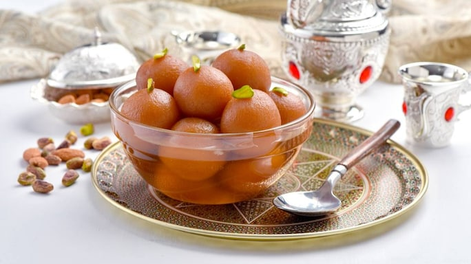 Don't Feel Guilty. Treat Yourself To Piping Hot Gulab Jamuns