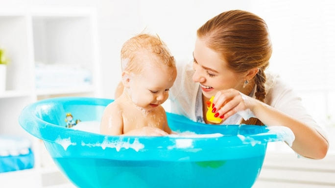 Looking For a Bathtub For Your Baby? This Guide Can Help You