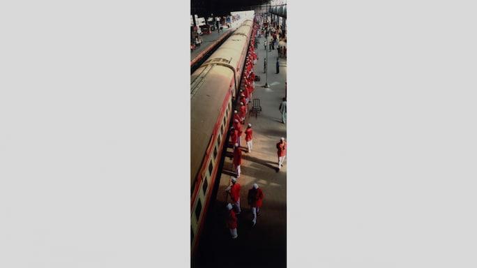 Rajdhani Train Arrives in Mumbai: Santosh Verma Takes Us On A Trip Down Memory Lane