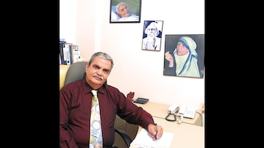 Extraordinary Indians: How Psychiatrist Dr Bharat Vatvani Gave Abandoned Mental-Health Victims a New Lease of Life