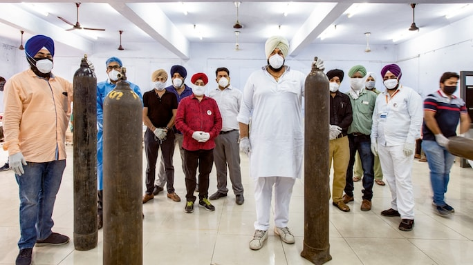 With Gurpreet Singh Rummy (centre, in white) at the helm, Khalsa Help International stepped in to provide medical oxygen to COVID patients when hospitals were overwhelmed.