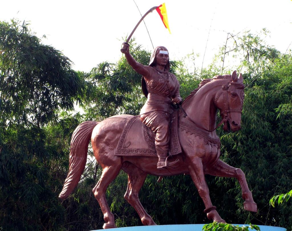 rani-chennamma-statue_062819053641.jpg