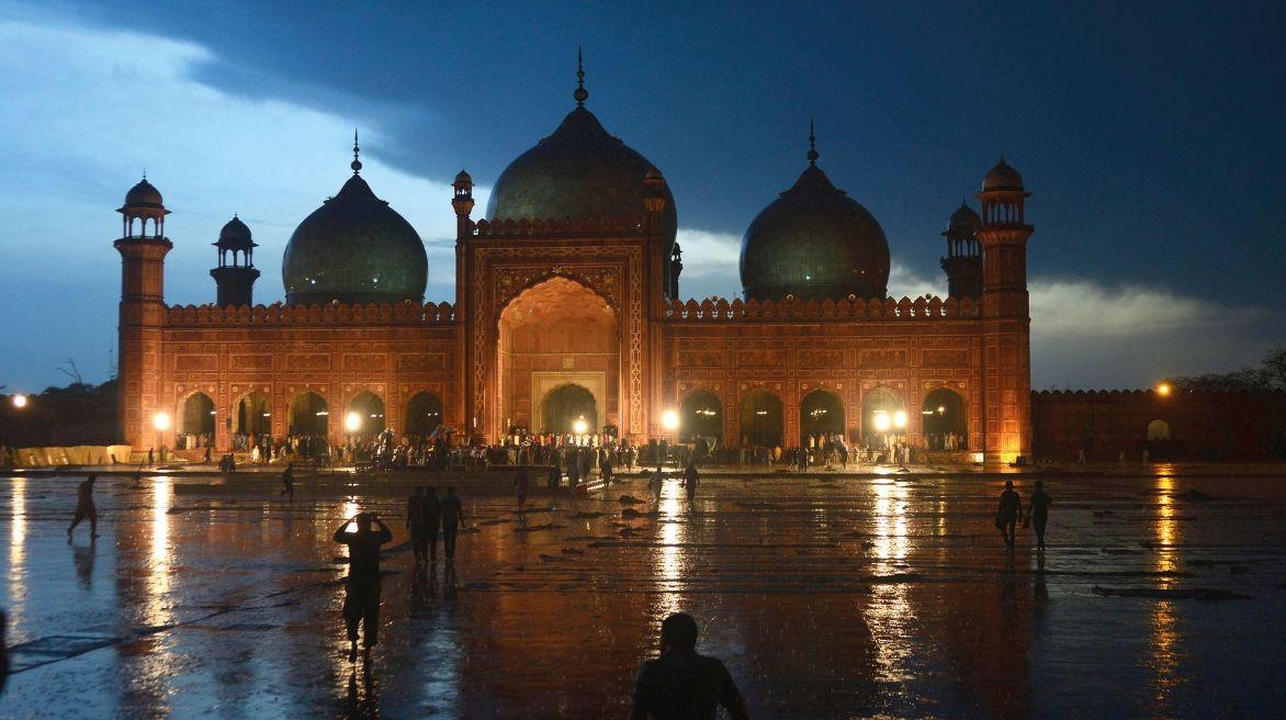 badshahi-mosque_082319025155.jpg