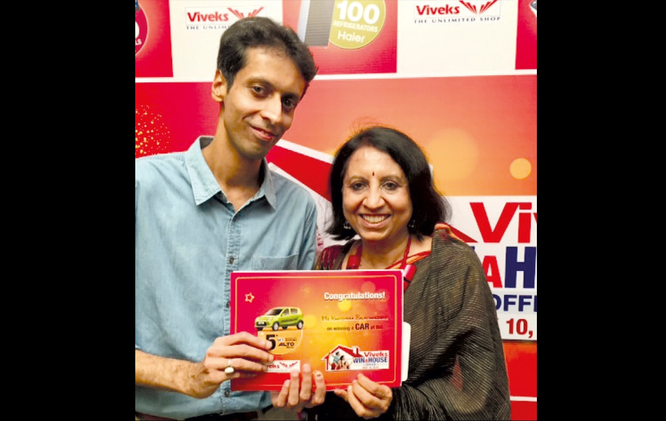gold-woman-with-son_073120084456.jpg